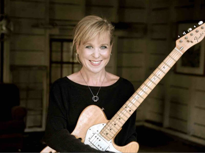 Kristin_Hersh_5_-_photo_credit_Peter_Mellekas_small-800x600 Kristin Hersh Interview